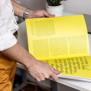 Wodurch unterscheiden sich geheftete Kataloge von Katalogen mit Klebebindung?